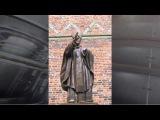 Вандалы отпилили руку памятнику Папе Римскому на Украине