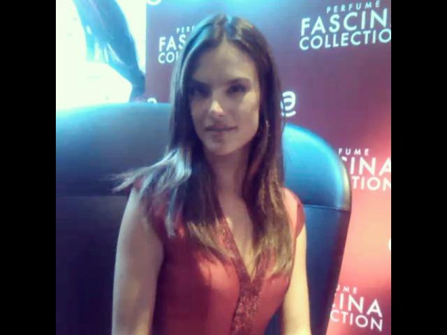 """ALOdigital on Instagram: """"Un 💋 perfumado de Alessandra Ambrosio para la revista aló. Acabamos de entrevistar a la top model @alessandraambrosio durante en…"""""""