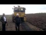 Иван Васильевич в шоке над поломкой трактора 340р