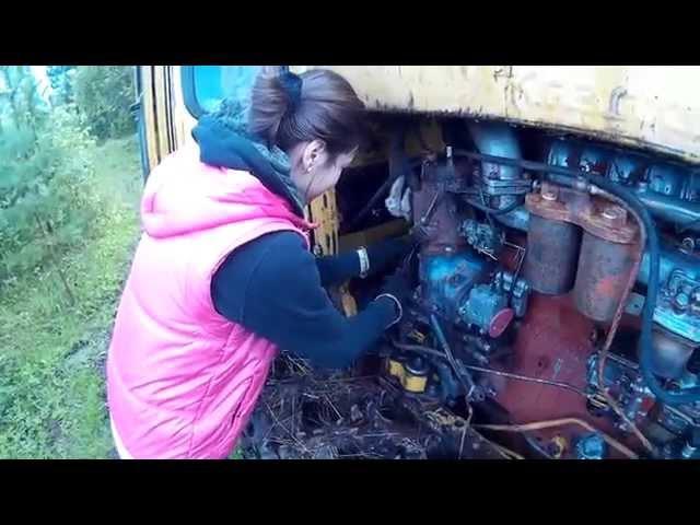 ДТ-75. Женский день. Russian girl starts tractor