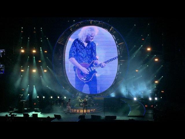 "Move Concerts on Instagram ""Queen tocou Ghost Town novo single do Adam Lambert. Assista o video completo no facebook do LiveMusicRocks."""