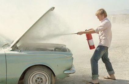 Правила поведения при возгорании автомобиля
