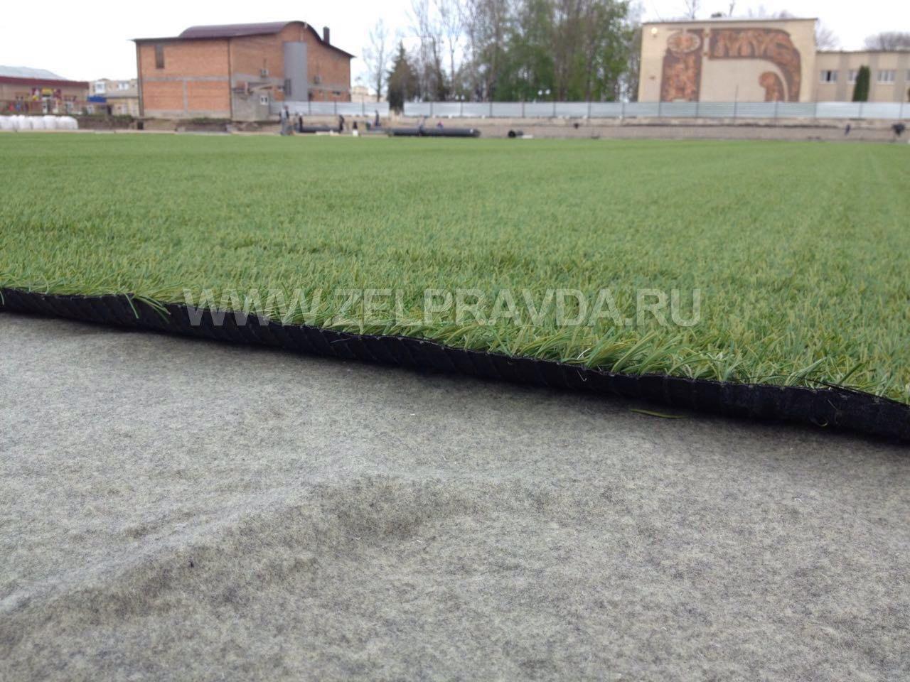 На стадионе станицы Зеленчукской появилось искуственное покрытие футбольного поля