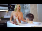 Brazzers Leigh Darby купается, трахаеться с сыном, выебал маму в ванной, инцест