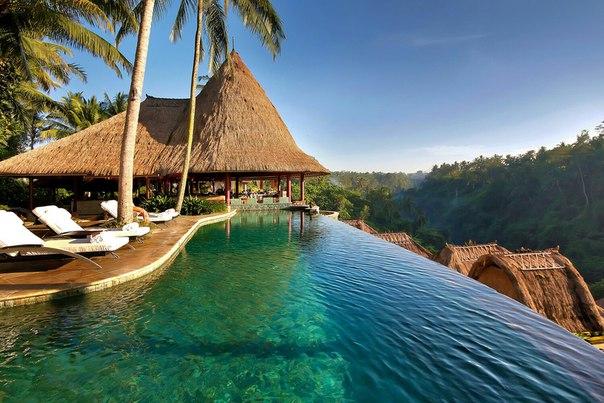 Зарабатывать в путешествии на Бали или сидя дома?