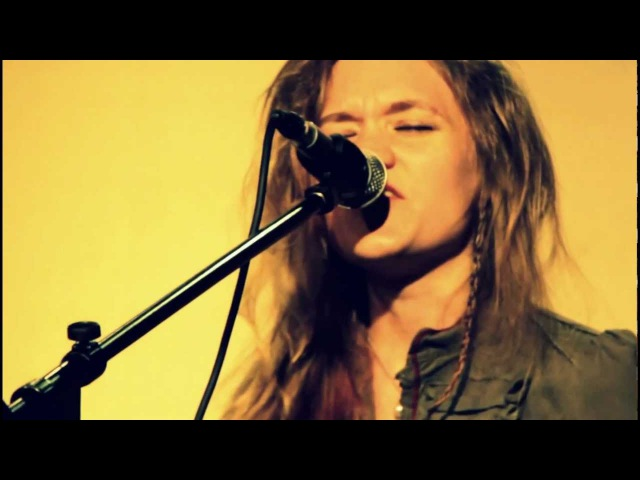 Agami Karma @ live in Bilingua - We created (cover The Queen)