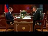 Поддержку и развитие автомобильной промышленности Дмитрий Медведев обсудил с Олегом Дерипаской - Первый канал