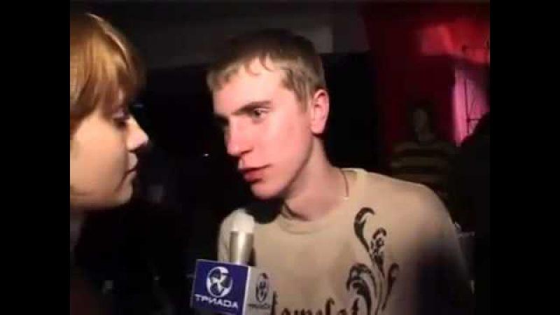 Обкуренный парень жжёт в ночном клубе