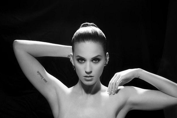 Клип Кэти Перри — «E.T.», записанный при участии Канье Уэста, набр...