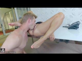 Пышная мамочка с огромными натуральными сиськами любит жесткий трахаться с молодым любовником (mature, milf, bbw, мамки порно)