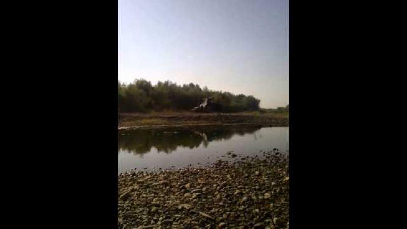 Іванофранківці продовжують вивозити гравій із берегів Бистриць