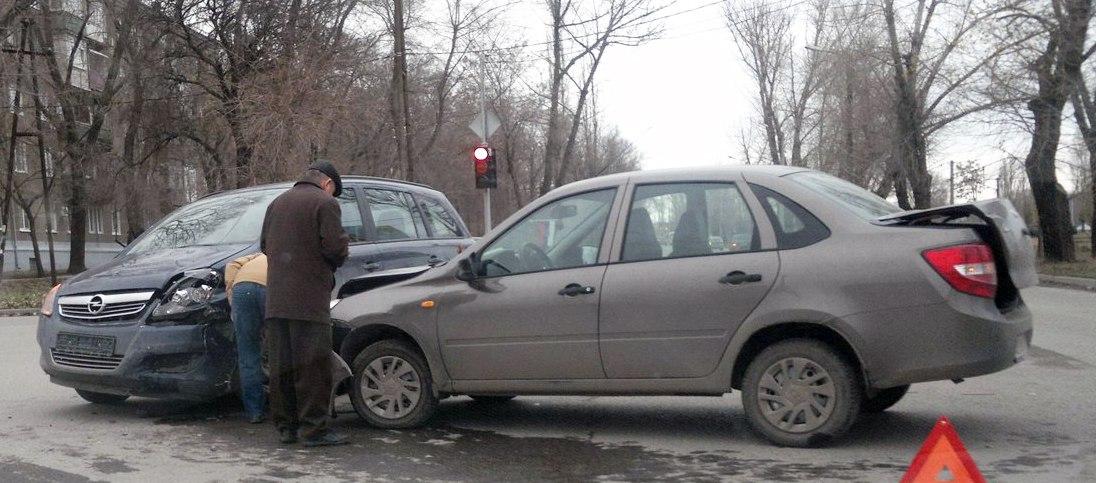 За сегодняшнее утро в городе Таганроге произошли сразу три ДТП