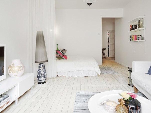 Кровать в однушке, скандинавский стиль, в белом цвете