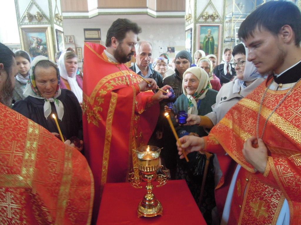 Благодатный огонь из Иерусалима доставили в Петропавловский храм станицы Зеленчукской
