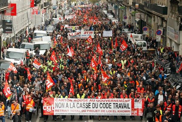 Францию из-за терактов перестали посещать туристы