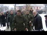 Глава ДНР Александр Захарченко вручил ключи от новых домов жителям Иловайска и Шахтерска
