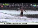 Шаолиньский монах пробежал 125 метров по воде в технике кунг-фу ifjkbymcrbq vjyf[ ghj,t;fk 125 vtnhjd gj djlt d nt[ybrt reyu-ae