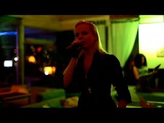 АЛИСА ВОКС из группы ленинград  в ресторане паруса (песня из репертуара Адель)