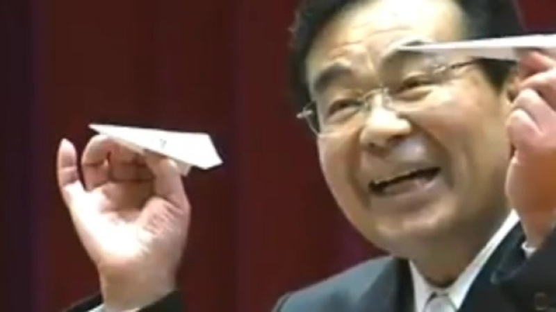 阿蘇の佐藤市長が歌ったAKB48『365日の紙飛行機』の歌詞が成人式向けで泣ける件