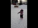 первые шаги Настены на коньках