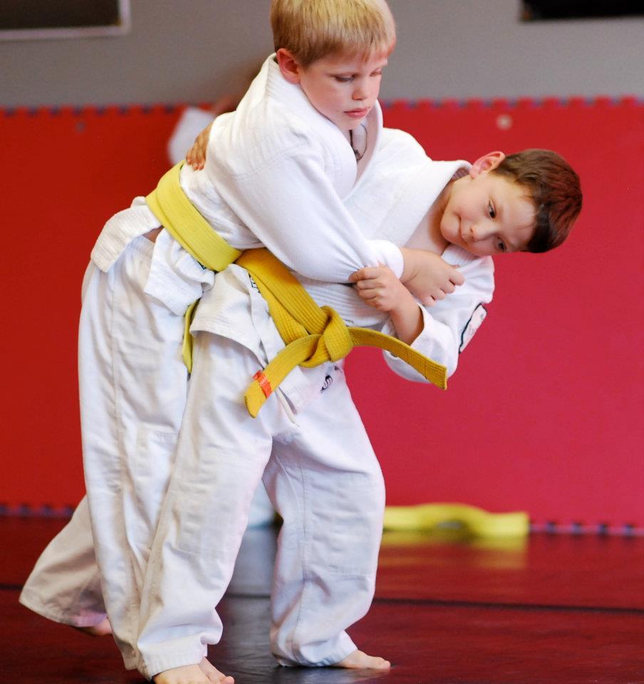 Юные орловские дзюдоисты выиграли 11 золотых медалей  на домашнем турнире к Дню защиты детей.