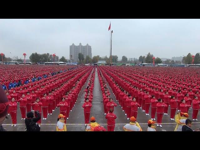 "震撼广场舞:2万中国大妈齐跳""小苹果""破吉尼斯纪录 20.000 Chinese women dancing together, Guinness record"