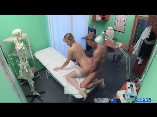 Порно - Сексуальная медсестра Nikky Dream разводит пациента на секс - [Fake Hospital] (2016)