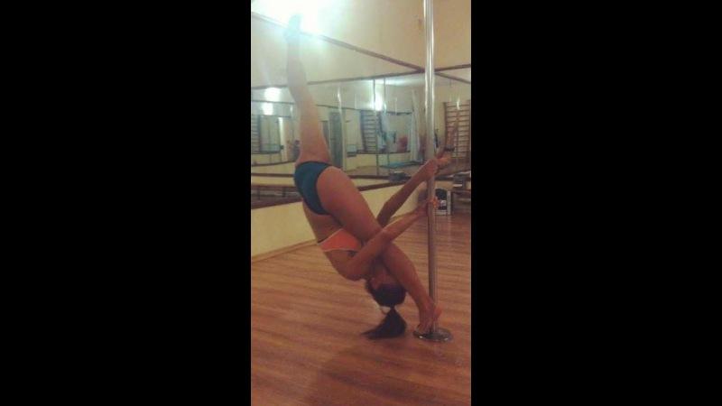 Pole dance Уроки танцев Элемент Русский шпагат Russian split