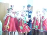 Пока одни поют, другие как обычно танцуют))) но за сценой...
