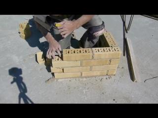 Кладка облицовочного кирпича в вертикальную штрабу +приспособа для забивки шва.