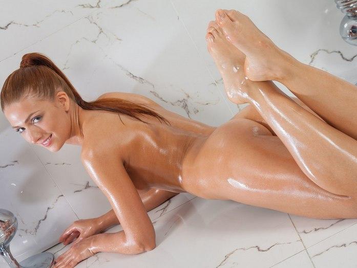 Тело в масле девушки фото
