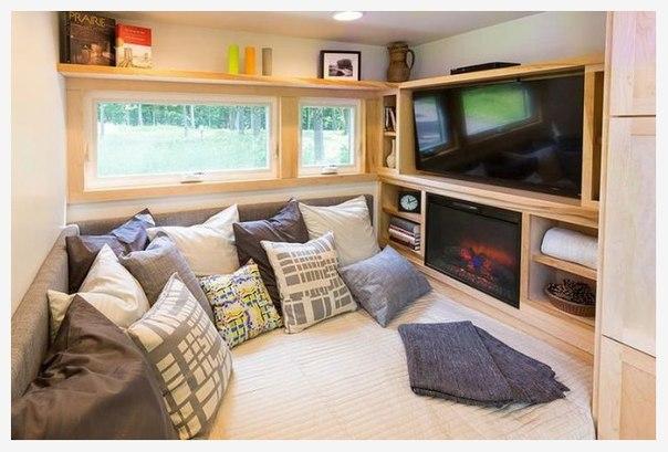 Домашний кинотеатр с подушками