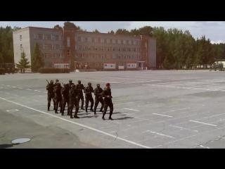 Танцы и песни африканских курсантов в Новосибирском военном училище