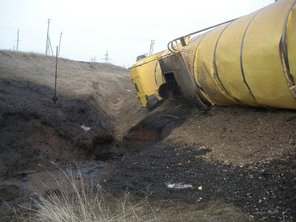В Татарстане в результате ДТП с цистерной произошел разлив нефти