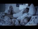 Красавица сосет у мужика пока жена спит рядом