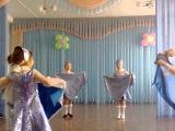 Русский народный танец с платками.
