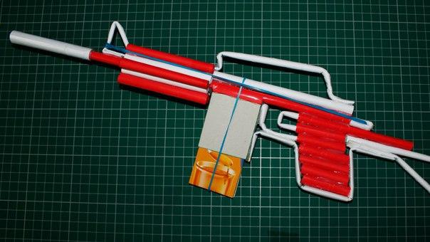 Как сделать автомат стреляющий из бумаги
