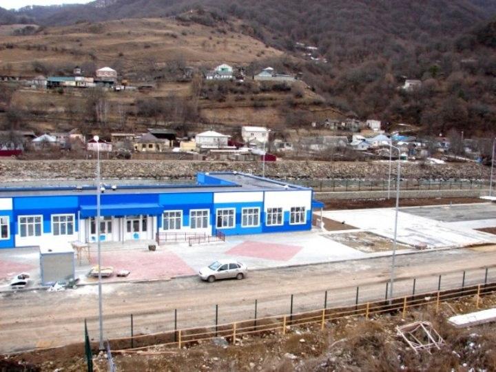 В Карачаевске завершаются работы по строительству бассейна открытого типа у реки Кубань