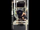Влад Алхазов, приседания - 370 кг на 3 раза в бинтах и поясе.