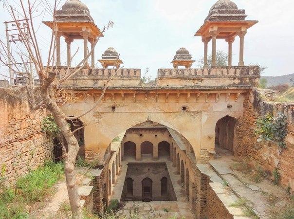 7805cdm4Ci0 - Заброшенные храмы Индии (как в мультфильме про Маугли)