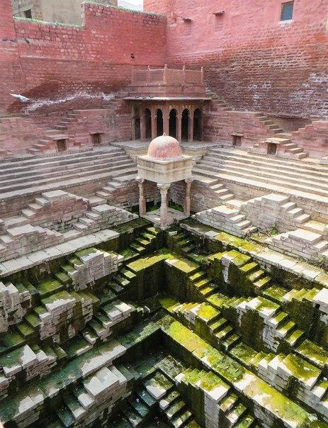 sM8wZ1vJxOE - Заброшенные храмы Индии (как в мультфильме про Маугли)
