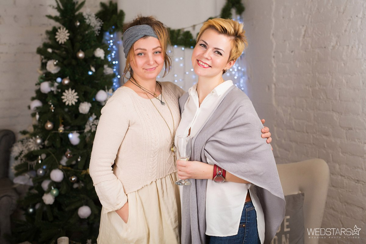 фото у новогодней елки