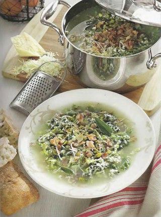Фото рецепта: Яичный суп с савойской капустой и беконом