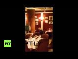 Россия: Оппозиционный политик Касьянов получает торт сунул в лицо.