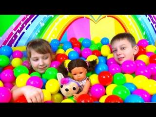 Kids pool fun balls Играем в детском бассейне с разноцветными шариками