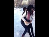 Парень кинул девушку на прогиб (1)