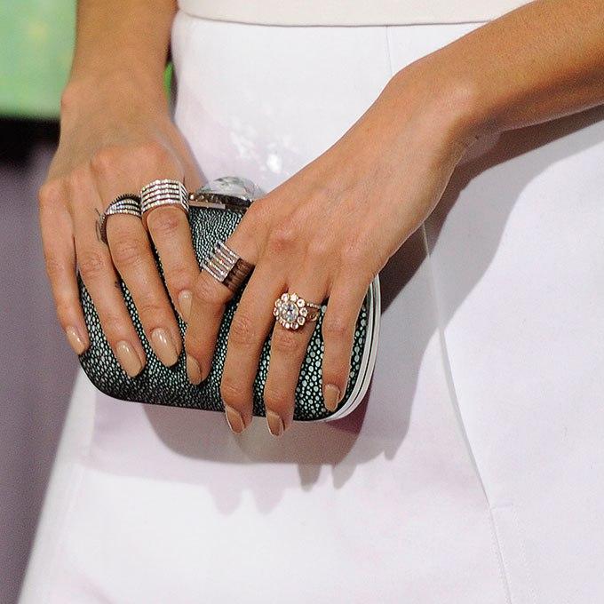 7xfDrLjreAM - Обручальные кольца звездных невест Голливуда