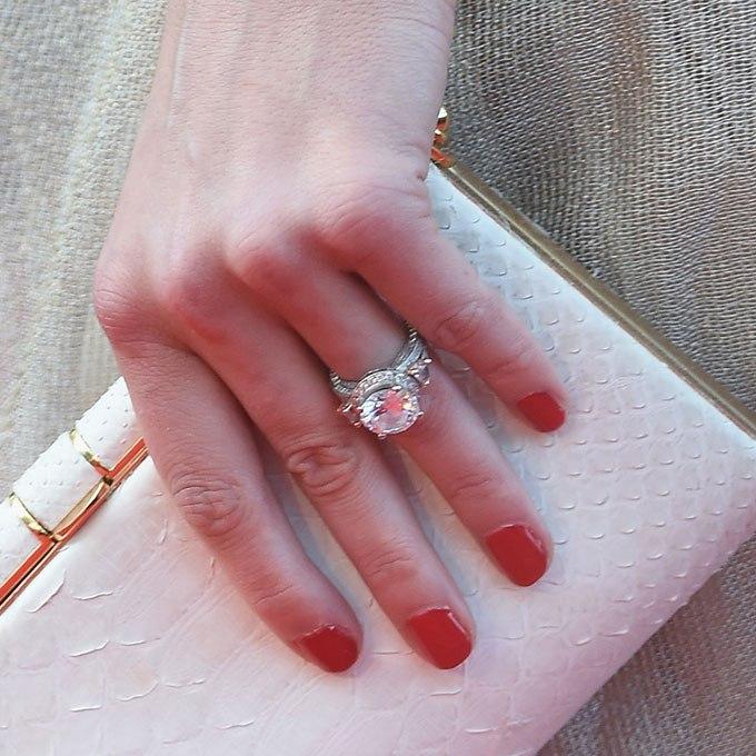 Bg X8X7mgF4 - Обручальные кольца звездных невест Голливуда
