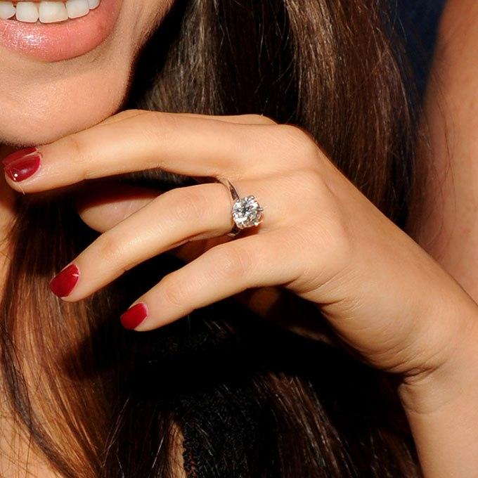 0bbztZ7F3vo - Обручальные кольца звездных невест Голливуда