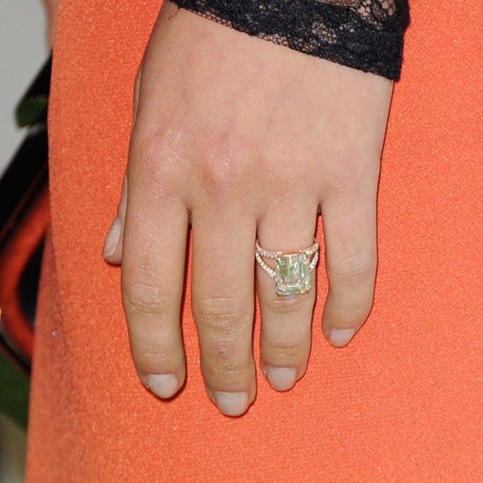 P4WWdsauZ0I - Обручальные кольца звездных невест Голливуда